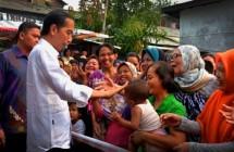 Presiden Jokowi bersama masyarakat (Foto Dok Industry.co.id)