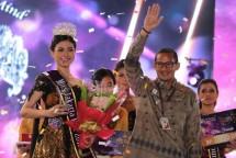 Pemenang Miss Jakarta Fair 2018 bersama Wagub DKI Jakarta, Sandiaga Uno (Dok Industry.co.id)