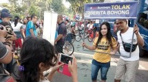 Warga Surabaya anti hoax (Foto: Rois Jajeli)