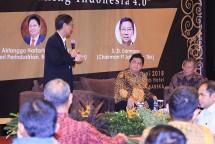 Menteri Perindustrian Airlangga Hartarto bersama Pendiri President University SD Darmono dalam acara Diskusi Implementasi Industri 4.0 (Foto: Dok. Industry.co.id)