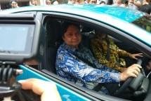 Menteri Perindustrian Airlangga Hartarto saat Test Drive Mobil Listrik Toyota Prius Hybird (Foto: Ridwan/Industry.co.id)