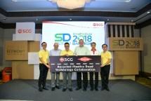 Presiden dan CEO SCG Roongrote Rangsiyopash bersama Presiden Group Dow Thailand Chatchai Luanpolcharoenchai saat penandatanganan kerja sama (Foto: Dok. SCG)