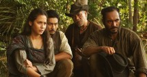 Pevita Pearce,Yoshi Sudarso, Tio Pakusadewo dan Ario Bayu dalam film Buffalo Boys