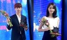 Seungjae BtoB dan Yoona SNSD saat memenangkan Bintang Iklan Terbaik di '10th MTN Broadcast Advertising Festival' (Foto: Soompi)