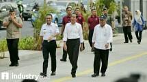 Presiden Jokowi bersama Menteri PUPR Basuki Hadimuljono dan Gubernur DKI Jakarta Anis Baswedan saat meninjau trotoar Sudirman