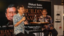 Kiri-Kanan (Founder dan Chairman PT Kawasan Industri Jababeka Tbk, S.D Darmono, beserta Cendikiawan Muslim, Komaruddin Hidayat)