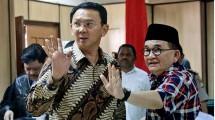 Calon Gubernur DKI Jakarta Basuki Tjahaja Purnama dan pengacaranya, Ruhut Sitompul. (Tatan Syuflana/AFP)