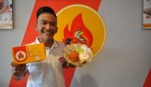 Ruben Onsu meresmikan Geprek Bensu di Bogor (Foto Sumber : Heibogor.com)