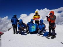 Merah Putih Berhasil Dikibarkan Elpala SMA 68 di Puncak Elbrus Rusia