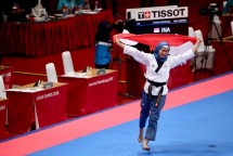 Atlet taekwondo putri Indonesian Defia Rosmaniar sukses meraih medali emas pertama cabang taekwondo (DOK: Kemenpora)