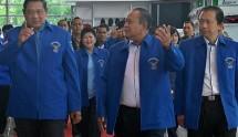 Mantan Ketum Demokrat Hadi Utomo (tengah), SBY (kiri), dan Marzuki Alie (kiri). (Foto: Viva)