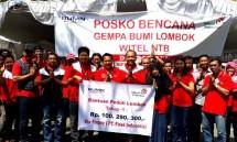 Penyerahan bantuan tahap 1 dari Donasi digital melalui FinPay PT Finnet Indonesia kepada GM Telkom Mataram Bonifasius Hendriyanto