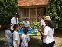 Member Senior Living sedang bermain dalam permainan 3G Fun Fair yang diadakan Senior Living D`Khayangan (Dok: INDUSTRY.co.id)