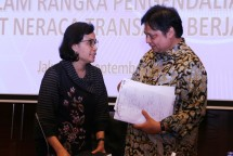 Menteri Perindustrian Airlangga Hartarto bersama Menteri Keuangan Sri Mulyani Indrawati (Foto: Dok. Kemenperin)