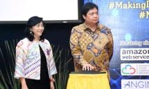 Menteri Perindustrian Airlangga Hartarto bersama Dirjen IKM Kemenperin Gati Wibawaningsih saat meluncurkan kompetisi Making Indonesia 4.0 Startup (Foto: Dok. Kemenperin)