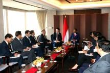Presiden Joko Widodo bersama Menteri Perindustrian Airlangga Hartarto saat bertemu dengan CEO Perusahaan besar di Korea Selatan (Foto: Dok. Kemenperin)