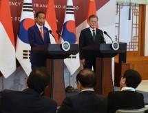 Presiden Jokowi melakukan konferensi pers bersama Presiden Korsel Moon Jae-in, di Istana Kepresidenan Blue House, Seoul, Senin (10/9) siang. (Foto: Rahmat/Humas)