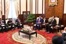 Presiden Joko Widodo dan sejumlah menteri melalukan pertemuan bilateral dengan Presiden Vietnam Tran Dại Quang beserta sejumlah menterinya di Istana Kepresidenan Vietnam di Hanoi, Selasa (11/9/2018). Foto Biro Pers Setpres RI