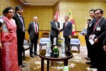 Presiden Joko Widodo berfoto bersama dengan Perdana Menteri Sri Lanka Ranil Wickremesinghe seusai melakukan pertemuan di sela perhelatan World Economic Forum (WEF) on Asean di Hanoi, Vietnam (Foto: Biro Pers Setpres)
