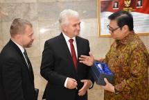 Menteri Perindustrian Airlangga Hartarto bersama Ketua Senat Republik Ceko Milan Stech (Foto: Dok. Kemenperin)