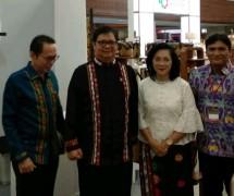Menteri Perindustrian Airlangga Hartarto bersama Dirjen IKM Kemenperin Gati Wibawaningsih seusai acara Pameran KriyaNusa (Foto: Dok. Industry.co.id)