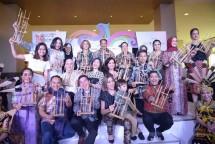 Menteri Pariwisata bersama sejumlah selebriti saat membuka Celebrity Culture Fest-Wonderful Indonesia Culinary & Shopping Festival 2018 (Foto: Kemenpar)