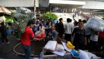 Pedagang Pasar Senen mengalami kebakaran terjadi di Proyek Senen Blok I dan II pada Kamis 19 Januari 2017