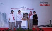 Regional Activation Manager Taufik Hidayat bersama Area Coordinator Sigit Sriwinarso, Area Sales Manager Viranti Mustika Sari dan Head of Customer Marketing Johanna Daunan saat memperkenalkan produk andalan di Cirebon (Foto: Holcim Indonesia)