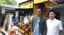 Ivan Nikolas Tambunan, CEO & Co-Founder Akseleran bersama Andri Madian, Chief Marketing Officer Akseleran di Warung Pintar, Jakarta.
