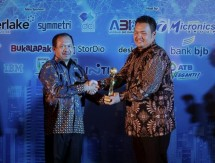 Lintasarta berhasil meraih penghargaan untuk kategori Best Improved Data Technoloy Governance & AI untuk layanan data center dan cloud, di ajang Data Technology Governance, AI and Analytics Summit & Awards 2018