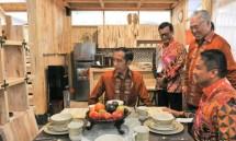 Presiden Jokowi saat meninjau stand Trade Expor Indonesia 2018 (Foto: Setkab)