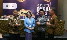 Dirjen Pengembangan Ekspor Nasional Kemendag Arlinda bersama Chief of Corporate Communications, Social Responsibility & Security PT Astra International Tbk Pongki Pamungkas seusai konferensi pers Road to Dubai