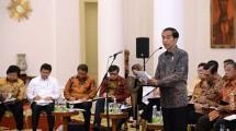Presiden Joko Widodo memimpinr rapat. (Foto: Setkab)
