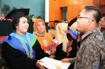 Sekjen Kemenperin Haris Munandar saat acara Wisuda Politeknik STT Bandung (Foto: Kemenperin)