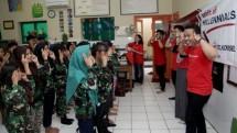 Milenial Telkomsel bersama ratusan Milenial dari 12 BUMN yang tergabung dalam program Spirit of Millennials BUMN melakukan aksi sosial bagi 1.000 pelajar sekolah dasar (SD) di Surabaya dan sekitarnya.