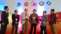Para Pembicara dan Pemangku Kepentingan Tentang Energi di Indonesia dalam pembukaan Japanese Business Alliance for Smart Energy Worldwide (JASE-W) di Kempinski Hotel