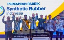 Menteri Perindustrian Airlangga Hartarto bersama Presiden Direktur PT Synthetic Rubber Indonesia, Bradley R. Karas saat peresmian pabrik karet sintesis PT Synthetic Rubber Indonesia (Fot: Ridwan/Industry.co.id)