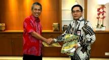 Sekretaris Jenderal Kemenperin Haris Munandar bersama Managing Director PT IMIP Hamid Mina seusai penandatanganan Nota Kesepahaman terkait Penyiapan SDM Industri Logam Melalui Pendidikan dan Pelatihan Industri (Foto: Kemenperin)