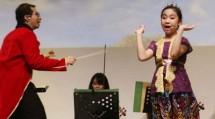 Willy Aviantara Beraksi Bersama Jane Callista Dalam World Of Bambini di Ice Palace. Minggu (9/12)