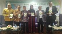 Direktur Eksekutif IHW Ikhsan Abdullah saat bedah buku karyanya berjudul Mere(i)butkan Sertifikasi Halal di Jakarta, Selasa (11/12) (INDUSTRY.co.id)