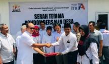 Ketua Umum Kadin Indonesia Rosan P. Roeslani secara simbolis menyerahterimakan Pondok Bersalin Desa kepada Bupati Lombok Utara Najmul Akhyar (Foto: Kadin Indonesia)