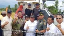 Dirjen Tanaman Pangan dan Gubernur Sumut saat panen padi