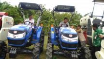 Alat mesin pertanian di persawahan (Doc: Kementan)