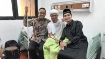 Ustad Arifin Ilham dijenguk Gubernur DKI Anis Baswedan