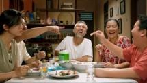 """Adegan Film """"Orang Kaya Baru"""" yang diperankan oleh Raline Shah, Cut Mini, Lukman Sardi, Fatih Unru dan Derby Romero"""