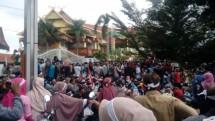 Ratusan warga Desa Koto Aman, Kecamatan Tapung Hilir, Kampar, melakukan aksi demo di Tugu Zapin dan Kantor Badan Pertanahan Nasional (BPN) Riau, di Pekanbaru (21/1).