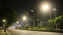 Pengguna Lampu Listrik di Jalan Ibu Kota