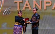 Presiden Joko Widodo bersama Ketua Umum PHRI Haryadi Sukamdani