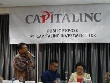Direktur Capitalinc, Sugeng Purnomo, (berdiri) sedang menjelaskan kinerja bisnis 2017 didampingi Direktur Utama, F. Joko Trimartono, dalam Konferensi Pers di Jakarta, Selasa (12/02/2019).