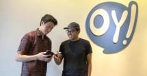 EO OY Indonesia, Jesayas (kanan) bersama CFO OY Indonesia, Jan Kristanto (kiri) menunjukkan aplikasi OY